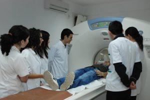 Studenti-di-Medicina-al-lavoro
